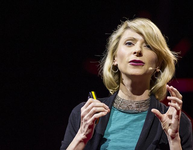 10 привычек публичных выступлений, от которых… стоит избавиться Amy Cuddy TED