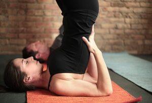 Простые упражнения для развития голоса (йога для голоса)